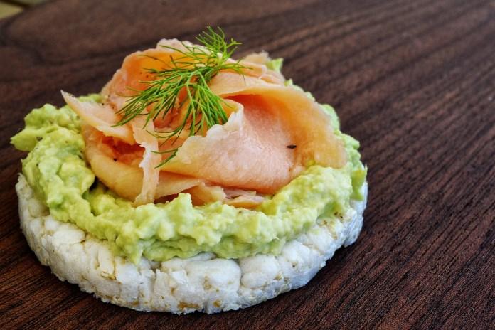 Sundt let måltid lavet hjemme i køkkenet